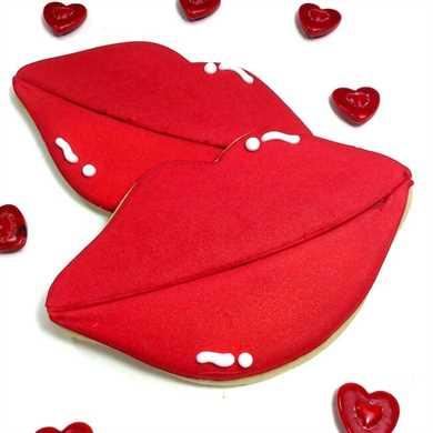 ¡Estas galletas de San Valentín decoradas en forma de labio son un descanso de todo lo habitual en forma de corazón! ¡Súper lindo y perfecto para hacer tu cariño!