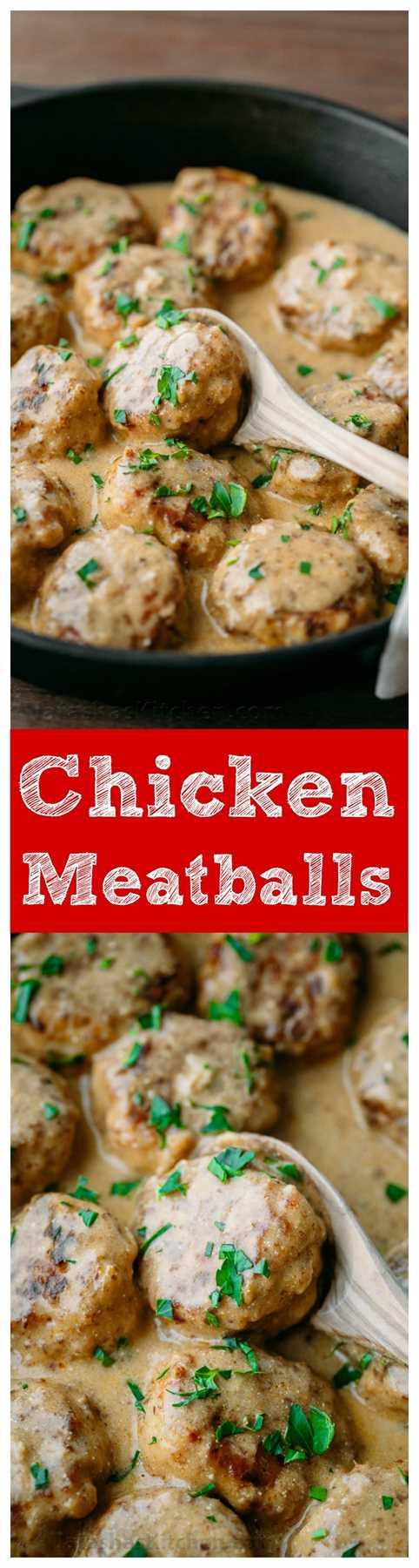 Estas albóndigas de pollo son deliciosas con fideos de huevo o puré de papas cremoso. Una idea fácil para la cena de pollo para una noche ocupada (comida de 30 minutos): una receta en video