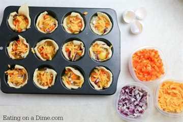 ¿Busca ideas fáciles para el desayuno? Receta de muffins de huevo para el desayuno. Estas tazas de muffins de huevo súper fáciles se pueden hacer rápidamente cualquier día de la semana. Estas magdalenas de huevo saludables son deliciosas.