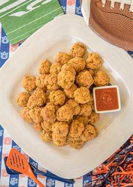 Bolas de salchichas mexicanas: nuestras bolas de salchichas favoritas se condimentaron con condimentos para tacos y chiles verdes. Puede prepararse con anticipación y congelarse sin hornear para una merienda rápida más tarde. Sirva con un poco de salsa o una mezcla de salsa y rancho. ¡¡¡TAN BUENO!!! ¡Estas cosas salen disparadas en las fiestas! Perfecto para chupar rueda !! ¡Nos encanta esta receta fácil de aperitivo mexicano!
