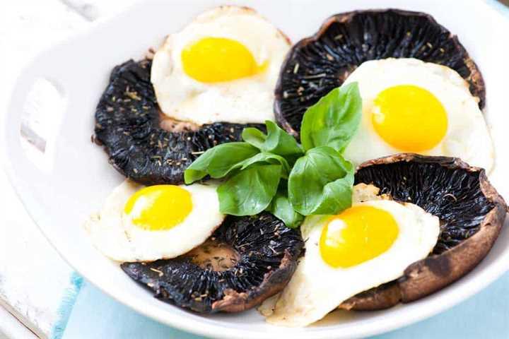 Receta de Portobello asado con huevos