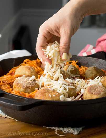 """Sartén de albóndigas de pollo y parmesano """"width ="""" 675 """"height ="""" 883 """"srcset ="""" https://juegoscocinarpasteleria.org/wp-content/uploads/2020/03/1583094726_881_Sarten-de-albondigas-de-pollo-parmesano.jpg 675w, https : //iwashyoudry.com/wp-content/uploads/2015/09/Chicken-Parmesan-Meatball-Skillet-5-600x785.jpg 600w, https://iwashyoudry.com/wp-content/uploads/2015/09/ Chicken-Parmesan-Meatball-Skillet-5-500x655.jpg 500w, https://iwashyoudry.com/wp-content/uploads/2015/09/Chicken-Parmesan-Meatball-Skillet-5-18x24.jpg 18w, https: //iwashyoudry.com/wp-content/uploads/2015/09/Chicken-Parmesan-Meatball-Skillet-5-28x36.jpg 28w, https://iwashyoudry.com/wp-content/uploads/2015/09/Chicken -Parmesan-Meatball-Skillet-5-37x48.jpg 37w """"tamaños ="""" (ancho máximo: 675px) 100vw, 675px"""