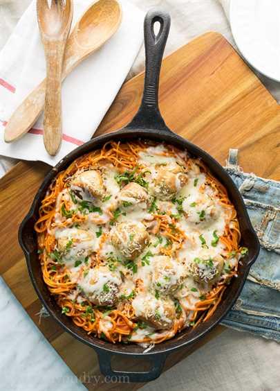"""Sartén de albóndigas de pollo y parmesano-8 """"ancho ="""" 675 """"altura ="""" 941 """"srcset ="""" https://juegoscocinarpasteleria.org/wp-content/uploads/2020/03/1583094727_763_Sarten-de-albondigas-de-pollo-parmesano.jpg 675w , https://iwashyoudry.com/wp-content/uploads/2015/09/Chicken-Parmesan-Meatball-Skillet-8-600x836.jpg 600w, https://iwashyoudry.com/wp-content/uploads/2015/ 09 / Chicken-Parmesan-Meatball-Skillet-8-17x24.jpg 17w, https://iwashyoudry.com/wp-content/uploads/2015/09/Chicken-Parmesan-Meatball-Skillet-8-26x36.jpg 26w, https://iwashyoudry.com/wp-content/uploads/2015/09/Chicken-Parmesan-Meatball-Skillet-8-34x48.jpg 34w """"tamaños ="""" (ancho máximo: 675px) 100vw, 675px"""