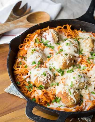 """Sartén de albóndigas de pollo y parmesano """"width ="""" 675 """"height ="""" 867 """"srcset ="""" https://juegoscocinarpasteleria.org/wp-content/uploads/2020/03/1583094727_76_Sarten-de-albondigas-de-pollo-parmesano.jpg 675w, https : //iwashyoudry.com/wp-content/uploads/2015/09/Chicken-Parmesan-Meatball-Skillet-6-600x771.jpg 600w, https://iwashyoudry.com/wp-content/uploads/2015/09/ Chicken-Parmesan-Meatball-Skillet-6-19x24.jpg 19w, https://iwashyoudry.com/wp-content/uploads/2015/09/Chicken-Parmesan-Meatball-Skillet-6-28x36.jpg 28w, https: //iwashyoudry.com/wp-content/uploads/2015/09/Chicken-Parmesan-Meatball-Skillet-6-37x48.jpg 37w """"tamaños ="""" (ancho máximo: 675px) 100vw, 675px"""