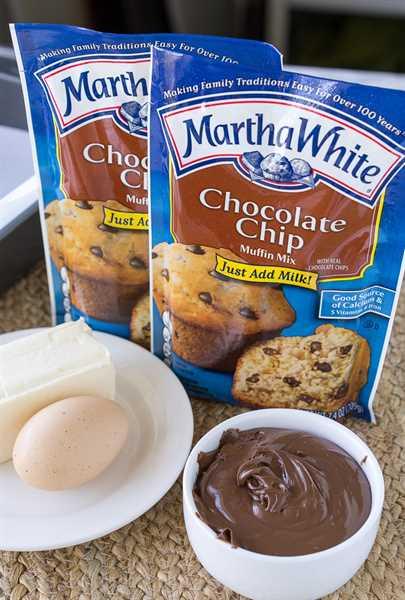 """Estas barras de migas de chispas de chocolate tienen un centro viscoso de chocolate y avellanas y están hechas con solo 4 ingredientes simples, ¡incluida la mezcla de muffins! ¡Tan fácil! """"Width ="""" 675 """"height ="""" 1000 """"srcset ="""" https://juegoscocinarpasteleria.org/wp-content/uploads/2020/03/1583095023_706_Barras-de-migas-de-muffin-de-chispas-de-chocolate.jpg 675w, https: // iwashyoudry.com/wp-content/uploads/2016/10/Chocolate-Chip-Crumb-Bars-600x889.jpg 600w """"tamaños ="""" (ancho máximo: 675px) 100vw, 675px"""