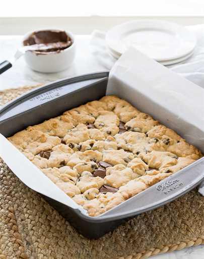 """Estas barras de migas de chispas de chocolate tienen un centro viscoso de chocolate y avellanas y están hechas con solo 4 ingredientes simples, ¡incluida la mezcla de muffins! ¡Tan fácil! """"Width ="""" 675 """"height ="""" 856 """"srcset ="""" https://iwashyoudry.com/wp-content/uploads/2016/10/Chocolate-Chip-Crumb-Bars-5.jpg 675w, https: //iwashyoudry.com/wp-content/uploads/2016/10/Chocolate-Chip-Crumb-Bars-5-600x761.jpg 600w """"tamaños ="""" (ancho máximo: 675px) 100vw, 675px"""