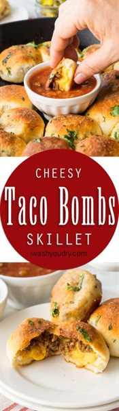 """¡Esta sartén Cheesy Taco Bombs es una receta rápida y fácil de aperitivo llena de tierna carne de taco y queso pegajoso! """"Ancho ="""" 293 """"altura ="""" 1000"""
