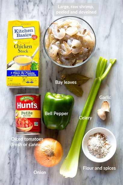 Los ingredientes necesarios para camarones criollos.