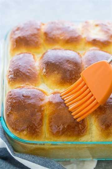 Pan de levadura con mantequilla