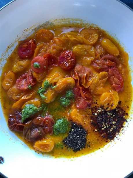Pasta de pesto de tomate simple
