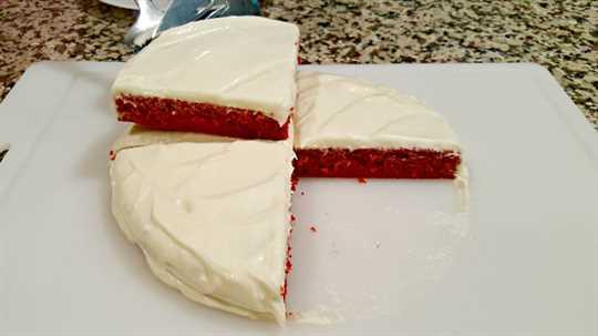 "Pastel de terciopelo rojo y glaseado de queso crema batido para el primer pedazo de pastel de dos capas ""srcset ="" https://cdn1.zonacooks.com/wp-content/uploads/2017/07/Red-Velvet-Cake-and-Whipped- Cream-Cheese-Frosting-for-Two-10.jpg 900w, https://cdn1.zonacooks.com/wp-content/uploads/2017/07/Red-Velvet-Cake-and-Whipped-Cream-Cheese-Frosting -for-Two-10-500x281.jpg 500w ""tamaños ="" (ancho máximo: 900px) 100vw, 900px"