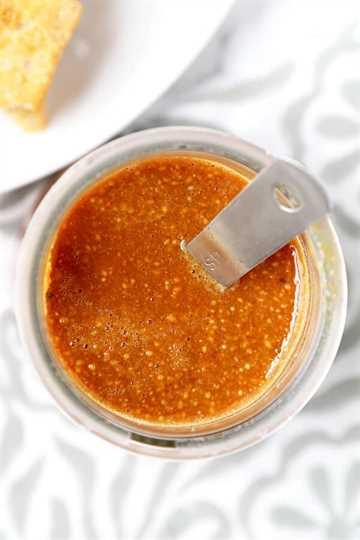 Salsa casera de hoisin - ¡La salsa casera de hoisin es mucho mejor que la comprada en la tienda! Los sabores son más complejos, sabrosos y son lo suficientemente deliciosos como para usarlos como una salsa para saltear. ¡También es muy fácil de hacer y está listo para servir en 5 minutos! Receta, salsa casera, comida china, salsa asiática, hoisin | pickledplum.com