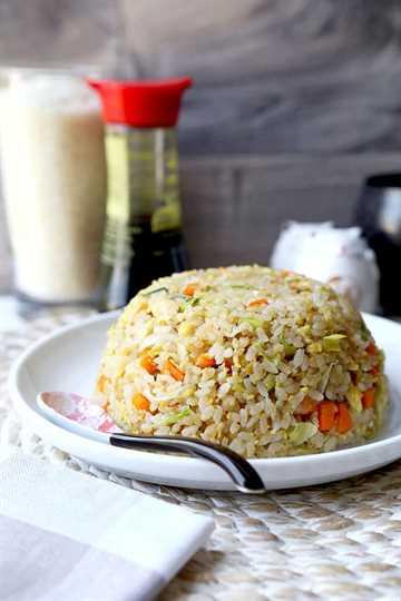 Arroz frito japonés - yakimeshi - No se necesita la parte superior de la parrilla Teppanyaki para preparar esta sencilla y sabrosa receta de arroz frito japonés. ¡Fácil de hacer y listo en 18 minutos de principio a fin! recetas de arroz frito, recetas fáciles de cena de arroz, comida japonesa, arroz frito con verduras, recetas de cena asiática   pickledplum.com