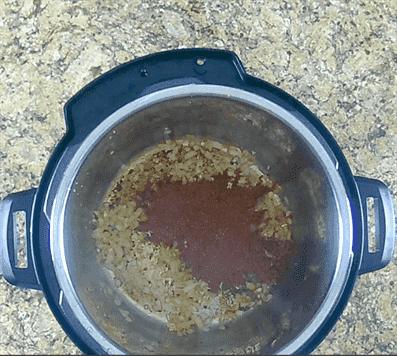 tostado de especias en una olla instantánea