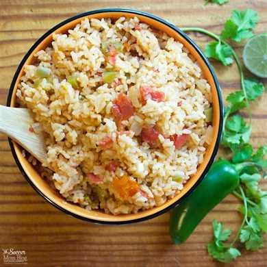 Esta es realmente la receta PERFECTA de arroz español: transmitida de generación en generación y practicada para obtenerla a la perfección. Un clásico de la comida mexicana.