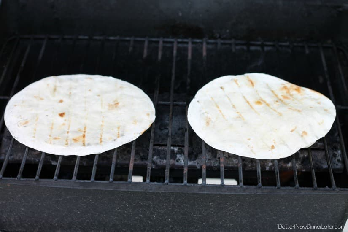 Quesadillas de pollo y piña asadas a la parrilla