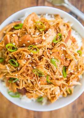 Pollo Huli Huli de cocción lenta - ¡PELIGROSAMENTE bueno! Pechuga de pollo cocida a fuego lento en azúcar morena, salsa de soja, salsa de tomate, jerez, jengibre y ajo. Comimos esto dos veces en una semana. Fue realmente delicioso !! Puede usar muslos de pollo en lugar de pechugas. Servir sobre arroz, papas o fideos. ¡También genial encima de una ensalada!