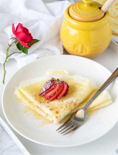 """Estas crepes de mantequilla de miel son muy simples de hacer y se rellenan con mantequilla suave y luego se rocían con miel dulce. ¡Perfecto para el desayuno en la cama! """"Width ="""" 675 """"height ="""" 888 """"srcset ="""" https://iwashyoudry.com/wp-content/uploads/2016/05/Honey-Butter-Crepes-8.jpg 675w, https : //iwashyoudry.com/wp-content/uploads/2016/05/Honey-Butter-Crepes-8-600x789.jpg 600w, https://iwashyoudry.com/wp-content/uploads/2016/05/Honey- Butter-Crepes-8-18x24.jpg 18w, https://iwashyoudry.com/wp-content/uploads/2016/05/Honey-Butter-Crepes-8-27x36.jpg 27w, https://iwashyoudry.com/ wp-content / uploads / 2016/05 / Honey-Butter-Crepes-8-36x48.jpg 36w """"tamaños ="""" (ancho máximo: 675px) 100vw, 675px"""
