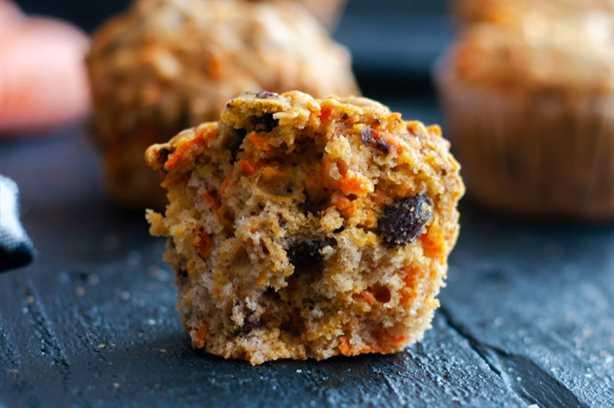 ¡Comience su mañana con un muffin de zanahoria y pasas! #muffin #recipe #breakfast #vegan