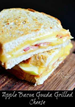 Queso a la parrilla con tocino y manzana Gouda (c) willcookforsmiles.com #sandwich #apple #bacon