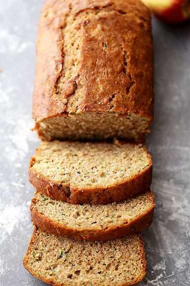 """Pan saludable de manzana y calabacín: pan rápido de trigo integral esponjoso, húmedo, dulce y delicioso hecho con calabacín y manzanas. """"Ancho ="""" 640 """"altura ="""" 960"""