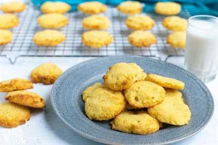 plato de galletas de harina de coco ceto