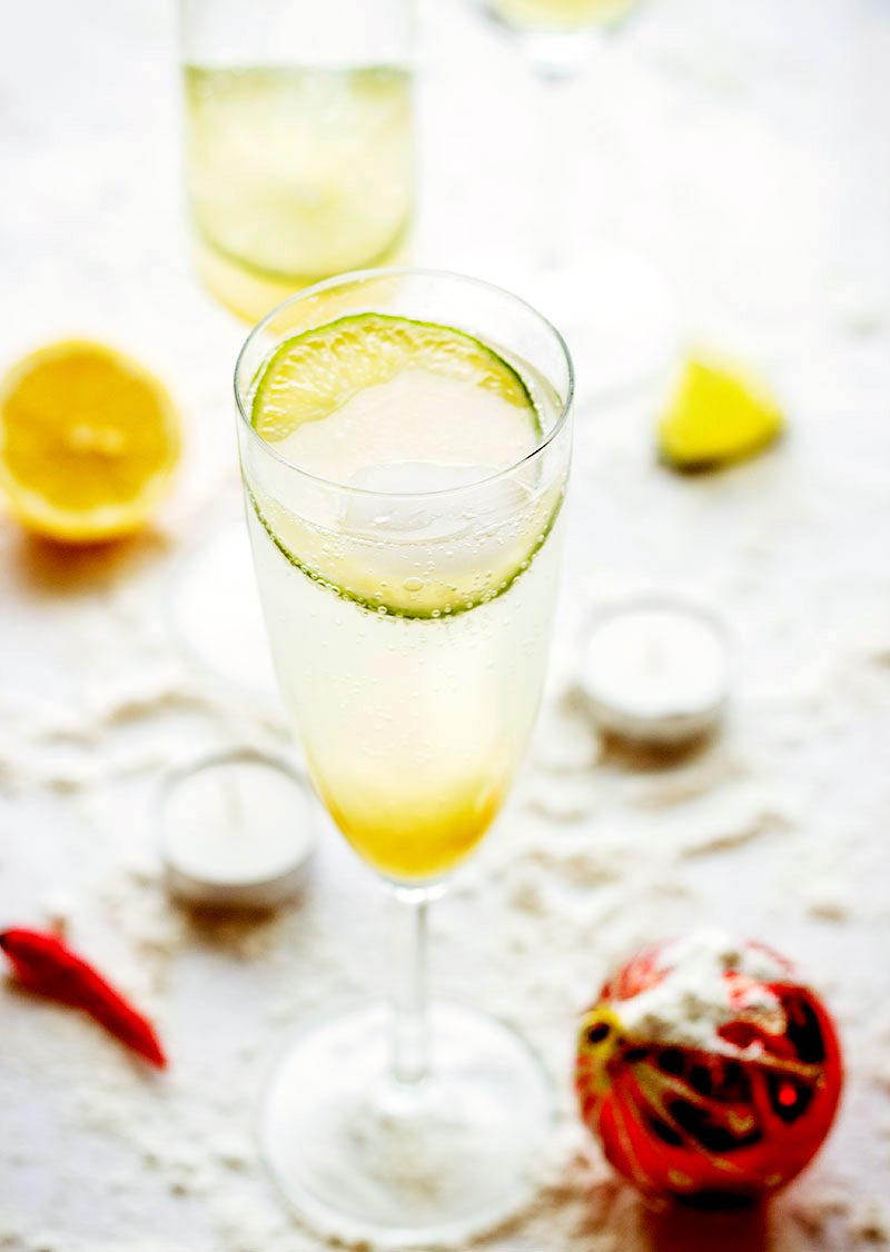 With green apple juice, lime, mint, and chili garnish, this bubbly apple lemonade cocktail is asking to be a part of your party!