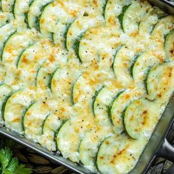 """Cazuela de calabacín baja en carbohidratos """"width ="""" 600 """"height ="""" 600 """"data-pin-description ="""" ¡Esta cazuela de calabacín al horno cremosa y cursi está hecha con calabacín fresco, crema rica y mucho queso para la mejor cocción de calabacín! Es una cacerola de verduras de verano fácil que hace una gran receta para agregar a su plan de comidas. Si ha estado buscando una receta de calabacín para usar todos esos calabacines de verano, ¡este es! #zucchini #summerrecipes #vegetables #casserole #cheese """"srcset ="""" https://juegoscocinarpasteleria.org/wp-content/uploads/2020/03/1583179743_164_Cazuela-de-calabacin-al-horno-con-queso-Keto.jpg 600w, https: / /i2.wp.com/homemadeinterest.com/wp-content/uploads/2019/06/Zucchini-Casserole_IG-4-207x207.jpg 207w, https://i2.wp.com/homemadeinterest.com/wp-content/ uploads / 2019/06 / Zucchini-Casserole_IG-4-300x300.jpg 300w, https://i2.wp.com/homemadeinterest.com/wp-content/uploads/2019/06/Zucchini-Casserole_IG-4-414x414.jpg 414w, https://i2.wp.com/homemadeinterest.com/wp-content/uploads/2019/06/Zucchini-Casserole_IG-4-320x320.jpg 320w, https://i2.wp.com/homemadeinterest.com /wp-content/uploads/2019/06/Zucchini-Casserole_IG-4-150x150.jpg 150w, https://i2.wp.com/homemadeinterest.com/wp-content/uploads/2019/06/Zucchini-Casserole_IG- 4-500x500.jpg 500w """"datos-tamaños ="""" (ancho máximo: 600px) 100vw, 600px"""