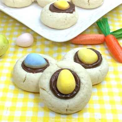¡Las mini galletas de huevo Cadbury son una galleta festiva de huellas digitales solo para Pascua! ¡El regalo de primavera perfecto para hacer celebraciones familiares, fiestas en el aula o simplemente por diversión!