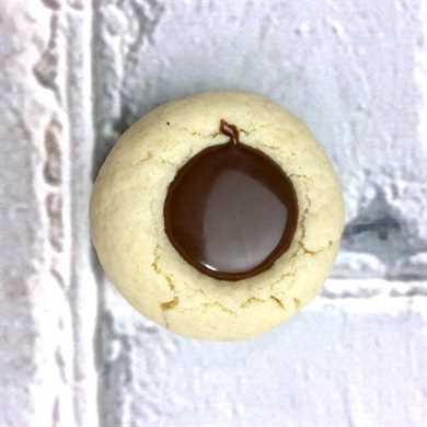 Galletas rellenas de chocolate con huella digital