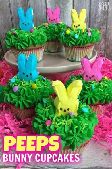 ¡Los adorables Peeps Bunny Cupcakes son el postre perfecto para la fiesta de Pascua! Rico pastel de zanahoria y una receta fácil!