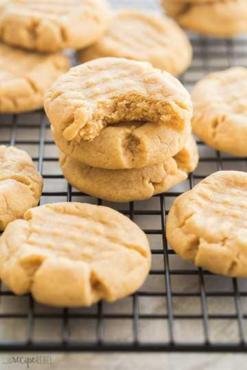 galletas de mantequilla de maní apiladas