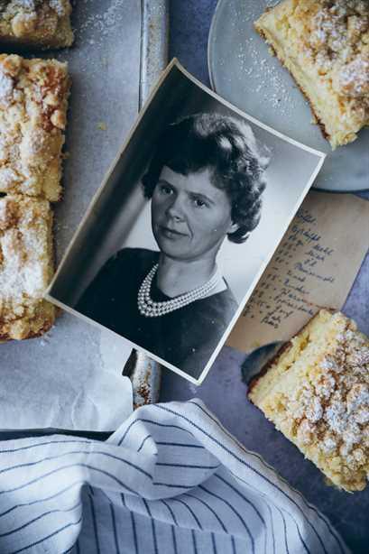 receta crumble cake masa de levadura de hojalata como de la abuela panadería zuckerzimtundliebe pastel de hoja streusel cake receta pastel alemán pastel clásico pastel estilo de comida estilista de alimentos hornear alimento de alimentación alimentación 52 hornear receta pastel buffet