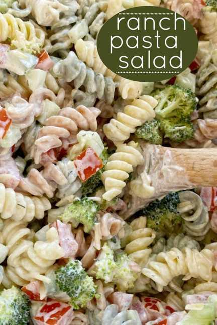 Receta de ensalada de pasta | ¡La ensalada de pasta Ranch es la mejor guarnición de ensalada de pasta! Fideos rotini, pepino, tomate, brócoli, queso parmesano con un aderezo fácil de rancho. ¡A todos les encantará esta ensalada de pasta! #pastasalad #ranch #sidedishrecipes #pastasaladrecipes #easyrecipe #salads #recipeoftheday