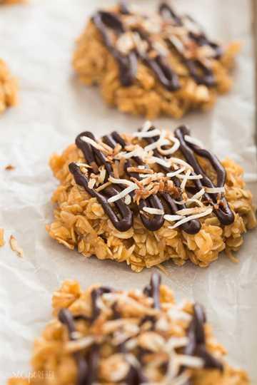no hornear galletas estilo samoa de cerca