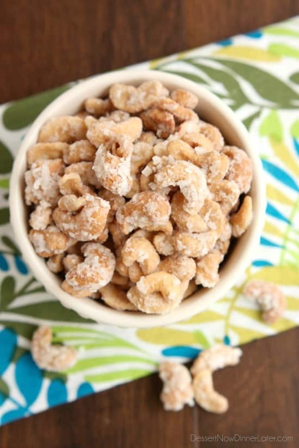 Estos anacardos de coco, inspirados en Trader Joe's, están hechos con leche de coco, aceite de coco, azúcar y hojuelas de coco para crear unas nueces confitadas increíblemente deliciosas.