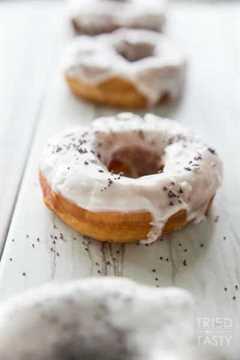 Copycat Blue Star Lemon Poppy Buttermilk Donuts // Probado y sabroso