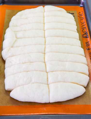Palitos de pan blandos y mantecosos de una hora: salados y azúcar de canela (vegano): ¡es fácil! Receta y fotos paso a paso en averiecooks.com