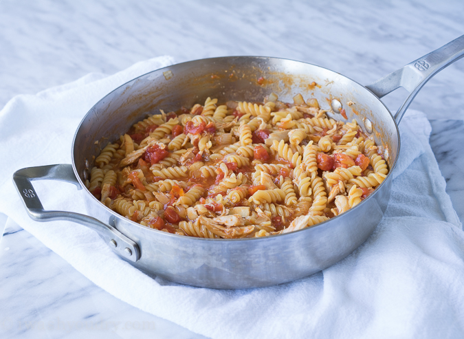 Pasta pan with barbecue chicken