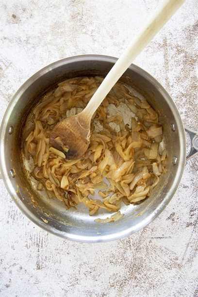 cebollas caramelizadas en sartén