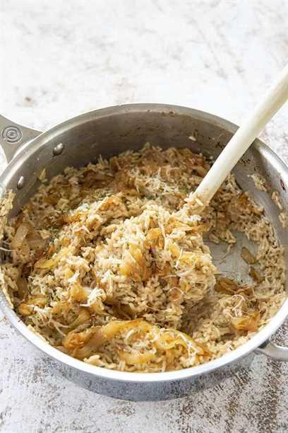 olla de arroz con cebolla francesa