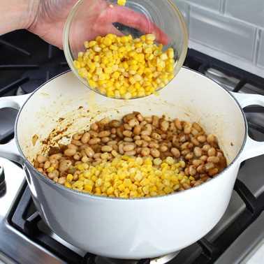 Chile cremoso de pollo blanco con frijoles grandes del norte Receta e imagen: Agregar maíz al chile