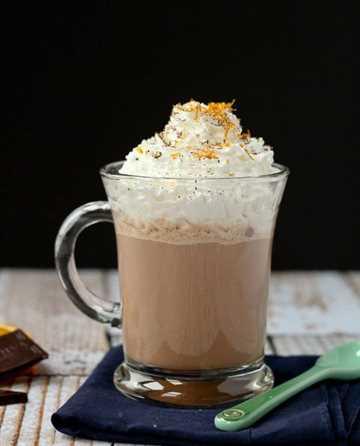 Receta de chocolate caliente con naranja - Consíguelo en RachelCooks.com