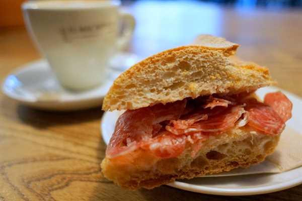Deliciosos sándwiches españoles.