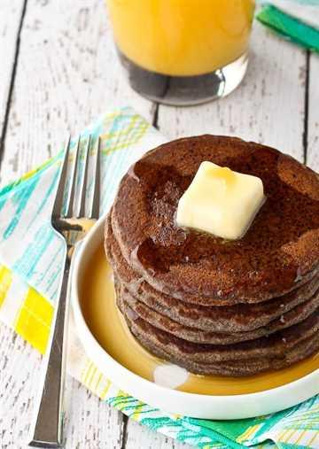 Estos panqueques de trigo sarraceno están hechos con harina de trigo sarraceno, lo que resulta en un hermoso sabor a nuez. Son abundantes, saludables y una excelente manera de comenzar el día. ¡Obtén la receta fácil de desayuno en RachelCooks.com!