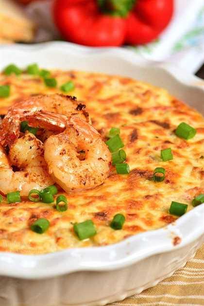 Cajun Shrimp Dip es un delicioso aperitivo caliente perfecto para servir en cualquier ocasión. Está cargado de camarones, queso, verduras y especias Cajún, todo combinado en una increíble salsa picante. #dip #shrimp #cheesedip #seafood #shrimpdip #cajunshrimp