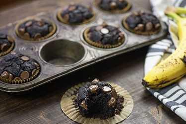 ¡Mira qué cursi está el interior de estas magdalenas de chocolate y plátano!