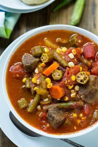 Sopa de carne y verduras: una excelente manera de aprovechar las verduras de fin de verano del jardín. Se puede congelar y comer una vez que el clima más frío se establece.