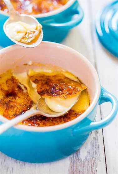 cuchara en ramekin azul de Crème Brûlée