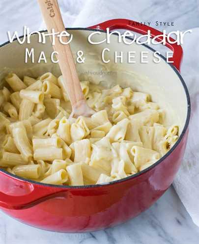 Mac y queso Cheddar blanco estilo familiar